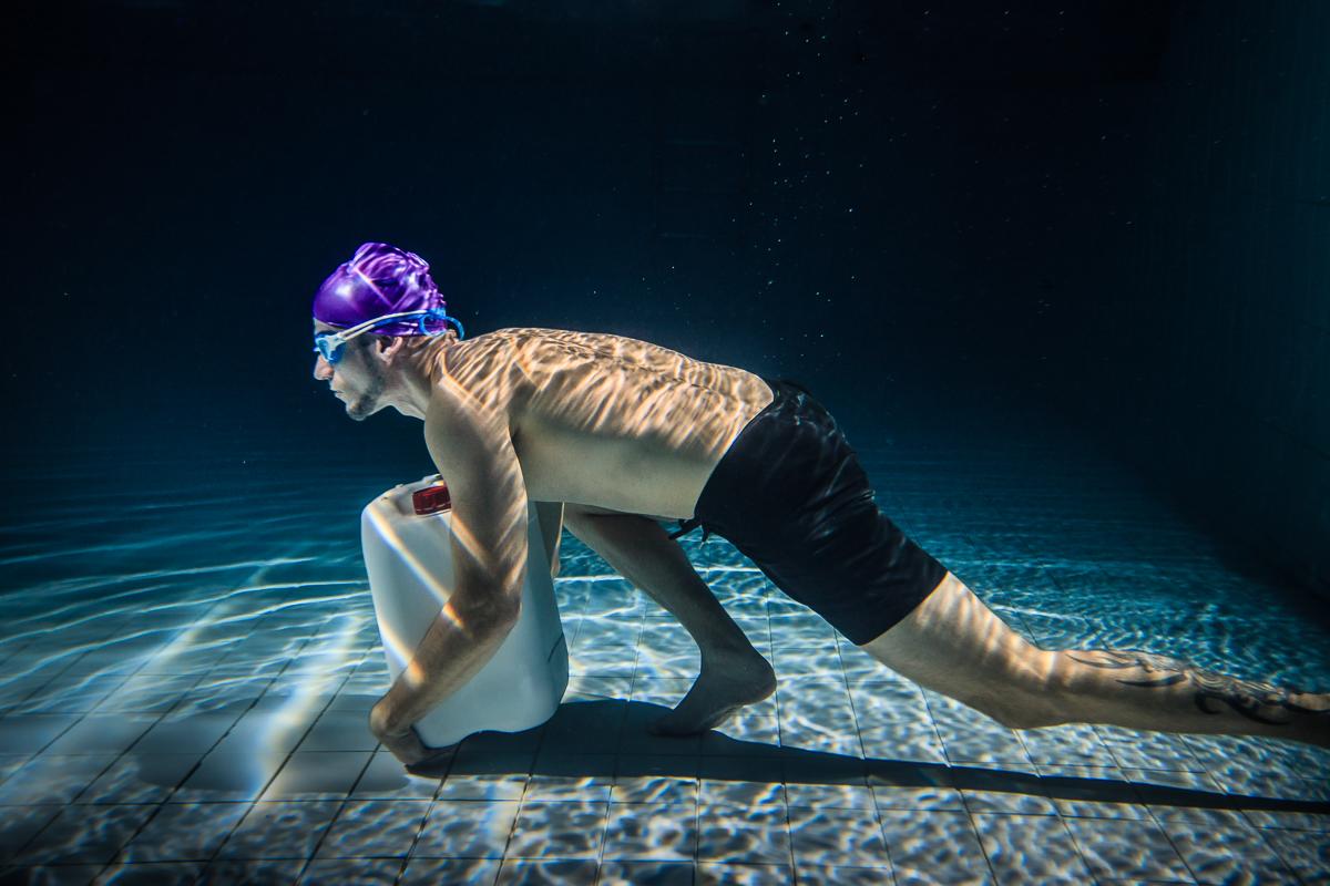 Sesión de fotografía acuática para anuncio deportivo - Fitness Sports by Perfect Pixel